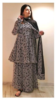 Dress Indian Style, Indian Fashion Dresses, Indian Designer Outfits, Girls Fashion Clothes, Simple Pakistani Dresses, Pakistani Dress Design, Designer Party Wear Dresses, Kurti Designs Party Wear, Stylish Dresses For Girls