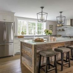 Wood kitchen island - 36 Farmhouse Kitchen Designs and Ideas – Wood kitchen island Farm Kitchen Ideas, Outdoor Kitchen Design, Farmhouse Style Kitchen, Modern Farmhouse Kitchens, Rustic Kitchen, New Kitchen, Home Kitchens, Farmhouse Ideas, Kitchen White