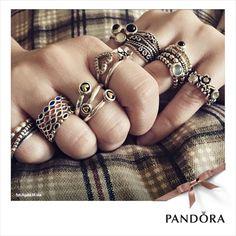 Pandora Bagues Rings La collection de bagues Pandora en argent massif, en or 14 ou 18 carats composées d'une multitude de pierres précieuses serties main.Exprimez votre personnalité en combinant plusieurs de nos bagues Pandora. Jouez, associez, matières, couleurs et formes. Certaines de nos bagues sont assorties à un charm de votre bracelet. Les combinaisons sont illimitées . Mélangez et associez autant que vous le voulez, soyez vous même...soyez unique. Stackable rings Pandora Polska…