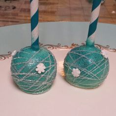Disneys Frozen inspired Cake Pops