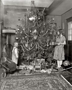 """Merry Christmas to all GoDCers! We'll be taking a break from posting until the new year. Washington, D."""" A Christmas tree with all the trimmings, and a Buick. Halloween Vintage, Vintage Christmas Photos, Vintage Holiday, Christmas Pictures, Christmas Ideas, Antique Christmas Decorations, Vintage Decorations, Christmas Postcards, Christmas In Italy"""