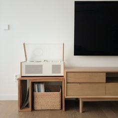 [시공사례] 철산 두산위브 / 24평 / 구정 브러쉬골드 애쉬브라운 / 따뜻한 우드 포인트 인테리어 / interior by 카멜레온 디자인 : 네이버 블로그 New Room, Modern Contemporary, Interior Design, Architecture, Storage, House Styles, Wood, Furniture, Space