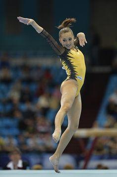 Gymnastics Floor, Gymnastics Poses, Gymnastics Photography, Gymnastics Pictures, Sport Gymnastics, Artistic Gymnastics, Gymnastics Leotards, Figure Drawing Models, Floor Workouts