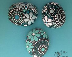 Painted Rocks - Mandala Design - Rock Art - blue luminescence collection Trio - Tanya's World Rock Painting Patterns, Dot Art Painting, Rock Painting Designs, Pebble Painting, Pebble Art, Stone Painting, Art Designs, Design Art, Design Ideas