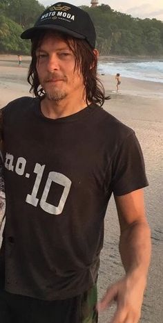 Reedus on the beach
