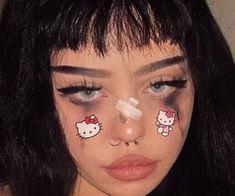 937 imagens sobre egirl/ grunge girl no We Heart It Edgy Makeup, Makeup Inspo, Makeup Art, Makeup Inspiration, Soft Grunge Makeup, Punk Makeup, Makeup Style, Bad Girl Aesthetic, Aesthetic Makeup