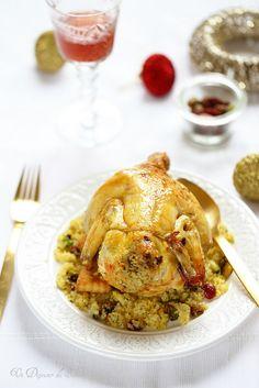 Poulet ou chapon farcis aux pistaches et cranberries French Food, Chicken, Meat, Cooking, Couscous, Birds, Stuffed Chicken, Pistachios, Poultry