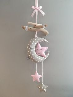 Mobile baby moon stars children's room decoration – Mobile Baby Mond Sterne Kinderzimmerdekoration – Mobiltelefon Childrens Room Decor, Baby Room Decor, Nursery Decor, Room Baby, Child Room, Baby Crafts, Felt Crafts, Diy And Crafts, Baby Mond