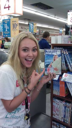 AnnaSophia Robb with Soul Surfer. She is so awesome!