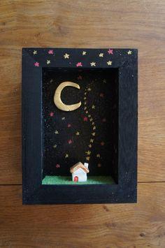 Diorama frame moonlight ceramic house par MoonAndWoodShop sur Etsy, €28.00
