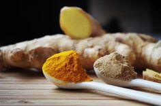 Kurkuma je korenie, ktoré sa v poslednej dobe zaradilo medzi obľúbené ochucovadlá jedál. Avšak jej liečivé účinky sú známe už po stáročia. Keď sa spojí kurkuma so zázvorom, je to sila, ktorá dokáže náš organizmus … Superfood, Bebidas Detox, Ginger Water, Ginger Drink, Turmeric Health Benefits, Ginger Chicken, Turmeric Tea, Turmeric Facial, How To Get Rid Of Acne
