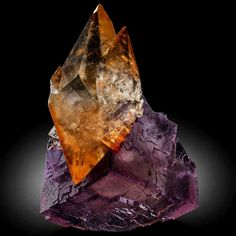 Calcite on Fluorite, Elmwood Mine, Tennessee Image Gallery of Fine Minerals for Collectors Minerals And Gemstones, Rocks And Minerals, Natural Gemstones, Rare Gems, Beautiful Rocks, Mineral Stone, Rocks And Gems, Stones And Crystals, Gem Stones