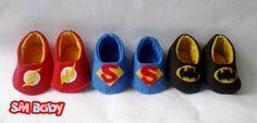 Kit Sapatinhos de Feltro Liga da Justiça é feito em feltro costurada 100% a mão. Personalizamos da maneira desejada. <br> <br>*Informar tamanho do pezinho´do bebê medindo do dedão ao calcanhar.
