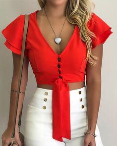V-neck Flutter Sleeve Crop Blouse - Beauty Outfit Trendy Outfits, Cute Outfits, Fashion Outfits, Trend Fashion, Crop Blouse, Blouse Dress, Flutter Sleeve, Pattern Fashion, Blouse Designs