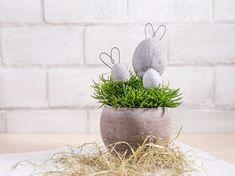 DIY-Anleitung: Betoneier mit Ohren selber machen, süße Osterdeko / funny Easter decoration: concrete eggs with bunny ears via DaWanda.com