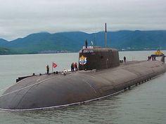 K-141 Kursk 1 Submarine bất khả chiến bại đã mang theo 118 thủy thủ đoàn lặn luôn biệt tích tại vùng biển Barents ngày 12/08/2000