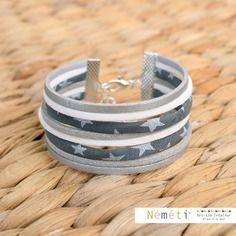 Bracelet tissu étoiles blanches fond gris et suédine (blanc, gris et argent aspect