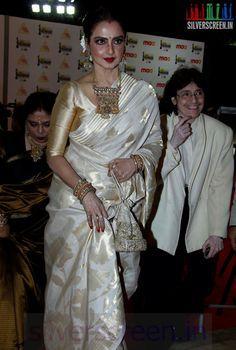 Rekha at Film Fare Awards 2014 South Rekha Saree, Bollywood Saree, Bollywood Fashion, Saree Blouse Patterns, Saree Blouse Designs, Dress Patterns, Indian Attire, Indian Wear, Indian Dresses