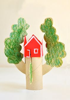 If it's your dream to live in an enormous and awesome tree house it's probably your doll's dream too. Until you're able to build one for yourself, treat your doll to The Amazing Printable Tree House. Free printables for kids provide hours of fun. Recycled Crafts Kids, Easy Crafts For Kids, Craft Activities For Kids, Projects For Kids, Diy For Kids, Fun Crafts, Recycled Toys, Children Crafts, Preschool Art