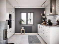 Scandinavian interior and design Scandinavian Kitchen, Scandinavian Interior Design, Beautiful Interior Design, Kitchen Interior, Kitchen Design, Gray And White Kitchen, Interior Inspiration, Home Kitchens, Sweet Home