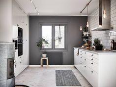 Inmålad vägg i köket. Så snyggt! #mäklarspaningen