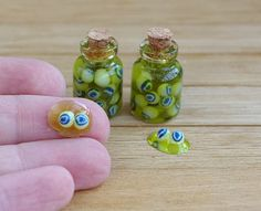 Miniature potion eye jar . Potion for dollhouse witches. Potion for Halloween.Halloween. On a scale of 1/12 de Irinaminiatures en Etsy https://www.etsy.com/es/listing/253851669/miniature-potion-eye-jar-potion-for
