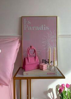ᴀʟʟ ᴄʀᴇᴅɪᴛꜱ ᴛᴏ ᴛʜᴇ ᴏᴡɴᴇʀ 🐉 Pastel Room Decor, Pastel Bedroom, Cute Room Decor, Room Design Bedroom, Room Ideas Bedroom, Bedroom Decor, Bedroom Inspo, Uni Room, Pretty Room