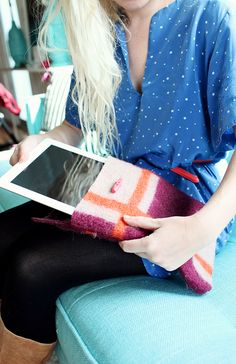 Recycle a sweater into an iPad, Nook, etc.. case! So simple! Easy Sewing Projects, Diy Projects To Try, Sewing Ideas, Simple Projects, Crafty Projects, Sewing Tips, Sewing Patterns, Alter Pullover, Easy Baby Blanket