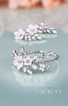 Top Bridal Party Gifts for Your Day Fashion Jewelry and Accessories to Admire topgraciawedding bridalparty gifts forwedding weddingday fashion jewelry accessories Bridal Bracelet, Bridal Earrings, Bracelet Set, Cute Jewelry, Jewelry Necklaces, Jewelry Accessories, Flower Jewelry, Flower Rings, Jewellery Box