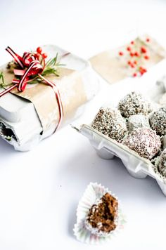 DIY Christmas Gifts ideas! Healthy Chocolate truffles go great with the DIY egg carton gift wrapping idea!
