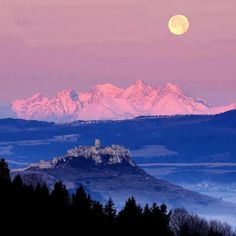 High Tatras & Spissky Castle- Vysoke Tatry, v popredi Spissky hrad..... Beautiful!!!
