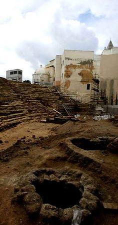 Dos pozos de época medieval encontrados en el teatro romano de Cádiz