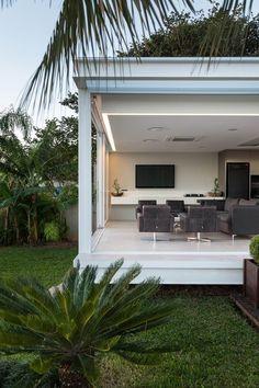 Case in stile in stile Moderno di Kali Arquitetura