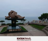 know the quirky Love Park in Lima, a place designed for romantic couples.