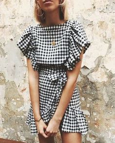 Casual black and white gingham dress with cute ruffles. Casual Dresses, Short Dresses, Casual Outfits, Cute Outfits, Fast Fashion, Look Fashion, Fashion Beauty, Style Outfits, Summer Outfits
