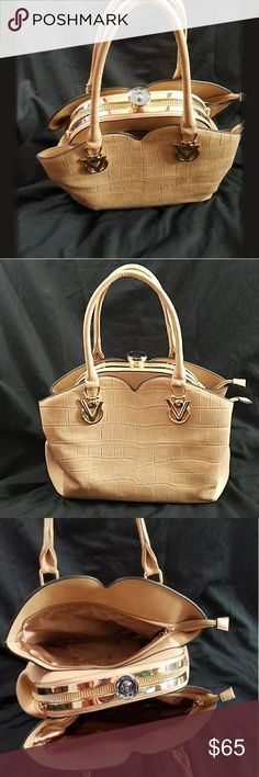 Australian luxury fashion purse Australian luxury fashion purse  This beauty wad bought in Brisbane Australia about 6 months ago, only used once to go with an outfit. Measurements 13x6x11 lots of room and hidden pockets!!! Any questions please ask Bags