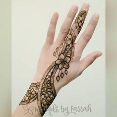 "73 Likes, 5 Comments - Jagua. Henna. Art. (@mehndi_by_farrah) on Instagram: ""A re-creation of a favourite plumeria/frangipani jewellery design #henna #mehndi #mehndibyfarrah…"""