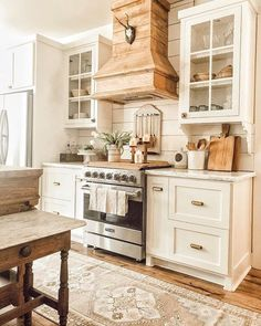 If you are inspired by french country kitchens and modern farmhouse kitchens you have come to the right place. This kitchen is dreamy with the shiplap walls and reclaimed wood. I adore the white kitchen cabinets and vintage home decor. French Country Kitchens, Modern Farmhouse Kitchens, Home Kitchens, Country Farmhouse Kitchen, Cottage Kitchens, Farmhouse Homes, Rustic White Kitchens, Interior Design Farmhouse, Urban Farmhouse