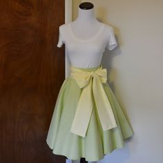 Hey, I found this really awesome Etsy listing at https://www.etsy.com/listing/273779992/the-princess-and-the-frog-tiana-inspired