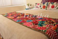 Pie de cama bordado mexicano. Modelo 13