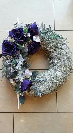 R Grave Flowers, Funeral Flowers, Summer Design, Primitive Christmas, Ikebana, Door Wreaths, Floral Arrangements, Fall Decor, Floral Design
