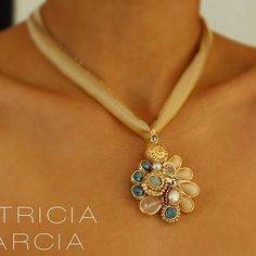 PG Collar en seda con cristales, cuarzo rosa, perlas y aguamarina #patriciagarciaaccesorios #chapadeoro #handmadejewerly #diseñomexicano #mexicocreativo #accesorios #jewelry #necklace #hechoamano #sinaloa #fashion #arte