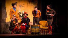 """La Casa de Cultura de Laredo acogió en la tarde de ayer la representación de """"La Cantante Calva"""". Una obra de Eugéne Ionesco interpretada por el grupo de teatro de la UC."""