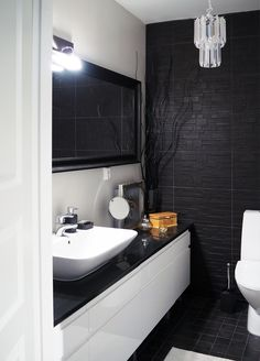 Moderni wc, mehtäkyläläiset, 54f7026f498ec414915c1083 - Etuovi.com Sisustus Wc Bathroom, Bathroom Toilets, Diy Bathroom Decor, Bathroom Colors, Bathroom Interior, Small Bathroom, Bathroom Ideas, Bad Inspiration, Bathroom Inspiration