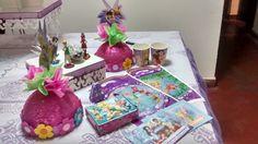 Obtén articulo decorativos para presentar tu mesa, bolsas decoradas, caja para la torta vasos, móviles para colocar los chupetes y bandejas y tu fiesta sera un exito