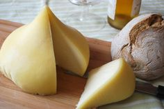 Spain makes some of the world's best cheese, hands down. Check out some of the other best Spanish cheese. Fromage Cheese, Queso Cheese, Wine Cheese, Spanish Cuisine, Spanish Food, Spanish Cheese, Queso Fresco, Artisan Cheese, Cheese Party