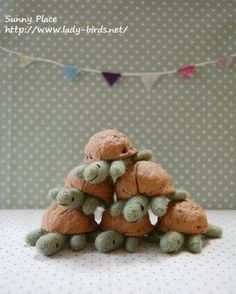Turtles made from walnut shells and felted wool! What a cute idea! I wonder wha., Turtles made from walnut shells and felted wool! What a cute idea! I wonder what other crafts there are out there using walnut shells? Needle Felted Animals, Felt Animals, Wet Felting, Needle Felting, Felt Crafts, Fabric Crafts, Clay Crafts, Walnut Shell Crafts, Acorn Crafts