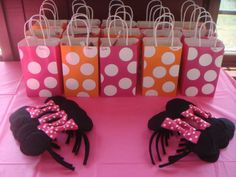 Minnie Mouse First Birthday - Cute birthday favor idea!