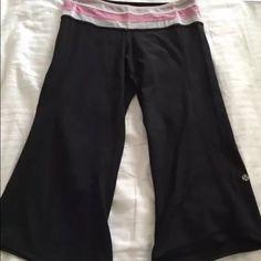 LULULEMON groove crops pants 6 Mesh striped waist and angled hems. lululemon athletica Pants Capris