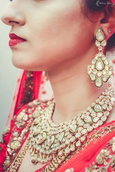 Polki necklace and matching earrings with green enamel. Classic bridal jewellery!